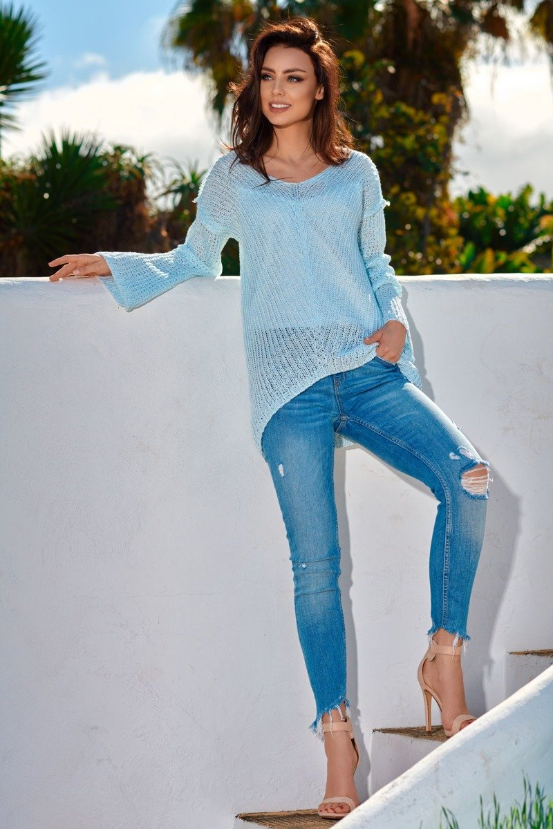 39bf13028b5cb3 Asymetryczny sweter damski błękitna AMBER; Asymetryczny sweter damski  błękitna AMBER ...
